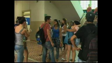 Alunos retornam às escolas para novo ano letivo em Rio Grande, RS - Assista ao vídeo.