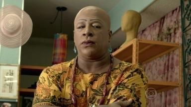 Xana conversa com Cristina sobre Maria Clara - Vicente acorda na casa da designer. Xana aconselha Cris a lutar pelo ex-namorado