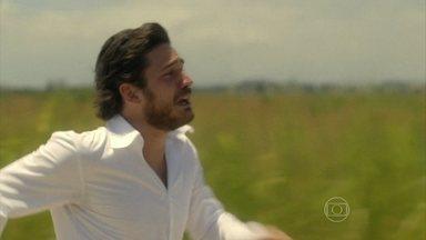 Rafael corre para salvar Sandra - Vitória chega antes e Rafael vê a moça salvar sua noiva. Pedro também consegue sair do avião