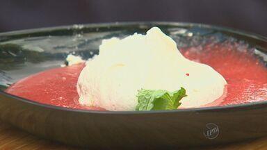 """'Prato Fácil' ensina sobremesa de purê de morango - O """"Prato Fácil"""" desta sábado (7) ensina sobremesa de purê de morango."""