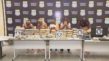 Quadrilha é presa com mais de 80 kg de drogas na Zona Norte de Manaus - Uma das suspeitas já havia sido presa em operação policial anterior.Drogas apreendidas têm características de 'skunk' e oxi, diz polícia.