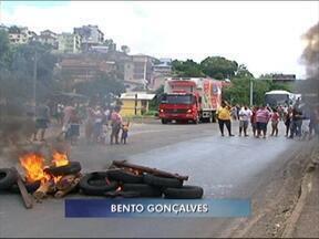 Moradores de Bento Gonçalves, RS, protestam contra retirada de lombadas eletrônicas - Eles temem aumento no número de atropelamentos