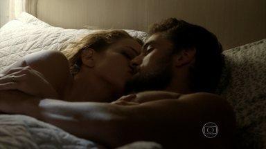 Cristina e Vicente fazem planos para o futuro - Casal aproveita a lua de mel