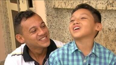 Magnum, do Volta Redonda, reencontra filho após 5 anos - Meio-campo fala sobre sua história e se emociona ao encontrar filho.