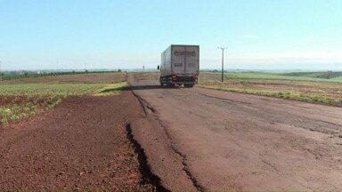 Motoristas reclamam da PR-239 - Obra na rodovia foi atrasada por causa da crise