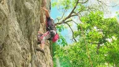 Morro do Urubu é ideal para praticar escalada - O morro fica numa área de preservação ambiental, na região de Sobradinho, quase na divisa como estado de Goiás.