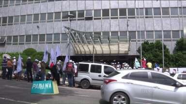 Movimento dos Atingidos por Barragens (MAB) protesta em frente à Copel - Grupo pede reparação às 350 famílias atingidas pela construção da Usina de Salto Caxias, no oeste do Paraná.