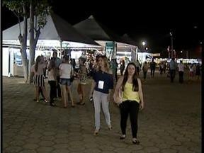 Estudantes de toda a região prestigiam o 1º dia da feira 'Saber Mais' em Valadares - Essa é a 1ª edição da feira.