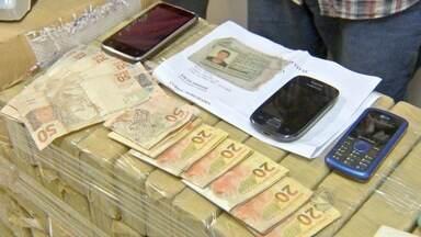Polícia apresenta suspeitos de integrar quadrilha de traficantes de drogas em Campo Grande - Eles foram presos durante operação na quarta-feira (11). O chefe do grupo já havia sido presos outras duas vezes pelo mesmo motivo