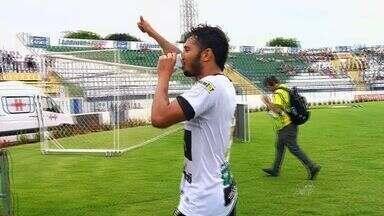 Assisinho vive grande fase no Ceará - Artilheiro do Alvinegro na temporada, atacante também gosta de assistência