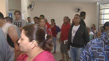 Hospitais de Limeira suspendem cirurgias para atendimento de pacientes com dengue - Três dos principais hospitais de Limeira tiveram que suspender cirurgias agendadas para suprir a demanda causada pela dengue. A cidade vive uma epidemia em 2015.