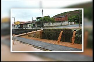 Chuva causa alagamentos no distrito de Cesár de Souza em Mogi das Cruzes - Água descia com muita força no Jardim São Pedro.