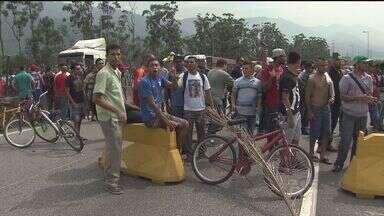 Protesto contra desemprego continua na Baixada Santista - Manifestação começou na última quinta-feira (12)