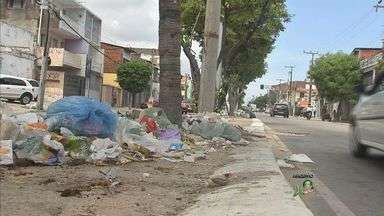 Prefeitura de Fortaleza promete sanções rígidas para quem sujar a cidade - Lixo nas ruas de Fortaleza é comum.