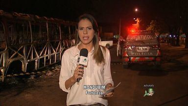 Terceiro ônibus é incendiado em Fortaleza na tarde desta sexta-feira - Ataques foram represália à prisão de bandido.