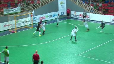Torcedores matam saudade do futsal de Guarapuava em abertura da Copa dos Campeões - Competição vai até este sábado no Joaquim Prestes. Ingresso custa 10 reais.