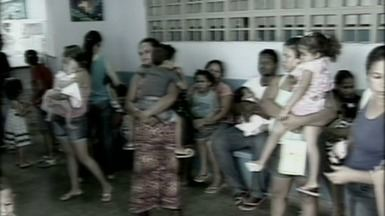 Pacientes reclamam de demora em atendimento em hospital de Linhares, no Norte do ES - A situação é ainda mais angustiante para crianças que vão acompanhadas do pais em busca de atendimento.