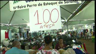 Hoje é o último dia da Feira Ponta de Estoque de Sarandi - A feira está na praça dos Pioneiros, no centro da cidade
