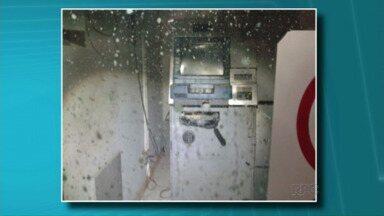 Bandidos tentam explodir caixa eletrônico em Quarto Centenário - A tentativa de assalto foi nessa madrugada. Eles não conseguiram levar o dinheiro.