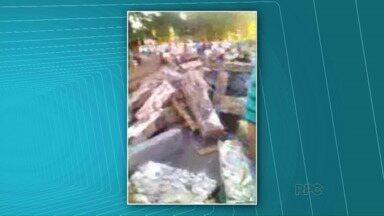 Carreta tomba na entrada de Cidade do Leste - Telespectador enviou imagens ao ParanáTV