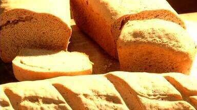 'Chef do Revista': veterinário de Penedo, RJ, ensina como fazer pão caseiro - Raul Meireles colocou a mão na massa e participou do quadro preparando a deliciosa receita.