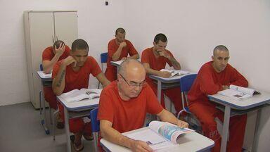 Presídio em Itajubá, no Sul de MG, ganha escola com grande estrutura - Os próprios detentos construíram as novas salas de aula e quem participa tem a oportunidade de reduzir a pena.