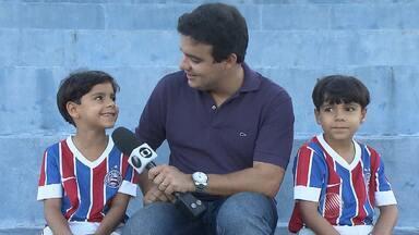 Conheça a dupla de pequenos que sabe tudo sobre o Bahia - Veja nas notícias do tricolor baiano.