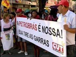 Dia de Luta tem protesto em Pelotas - Movimentos sociais protestaram por direitos trabalhistas e em defesa à Petrobras