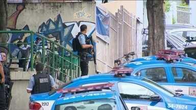 Tiroteios assustam moradores de comunidades pacificadas no Rio - Houve tiroteio no Morro do Salgueiro, na Zona Norte do Rio. Um homem de 22 anso morreu durante um confronto entre bandidos e policiais da UPP da Vila Cruzeiro, na mesma região.
