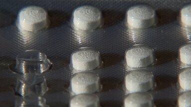 Estoque de medicamento é zerado na Rede Pública - Alguns pacientes estão tendo que comprar remédios do próprio bolso. Uma mulher chegou pagar 300 reais em uma cartela do medicamento que não pode ser interrompido.