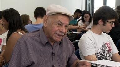Aposentado de 85 anos vira calouro na Faculdade de Direito - Seu Luiz Alberto realiza sonho e deixa a família orgulhosa