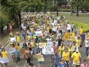 Manifestantes se reúnem em três cidades do Vale do Aço - Eles pediam por uma reforma política.