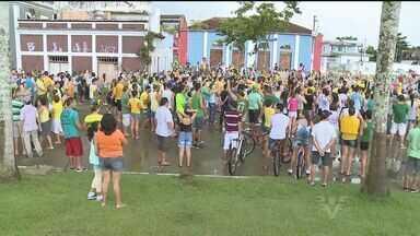 Registro, no Vale do Ribeira, tem protesto contra governo da presidente Dilma Rousseff - Moradores foram às ruas protestar por diversas melhorias neste domingo (15)