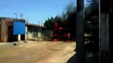Polícia investiga dois suspeitos de participação em ataques a ônibus - Sete ônibus já foram incendiados em Fortaleza em 2015.