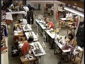 Empresários do setor de vestuário em Valadares sentem a variação no valor da matéria prima - Matéria prima está mais cara e empresários buscam altenativas para manter a produção.