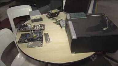 Reciclagem de eletrônicos ajuda moradores de Santos, SP - Iniciativa tem auxiliado pessoas que reciclam objetos que foram descartados