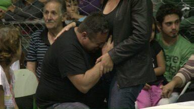 Comoção e dor no velório das vítimas do acidente que matou 51 pessoas - O acidente foi em Santa Catarina, no último sábado (14). O ônibus saiu de União da Vitória para um encontro religioso no litoral paranaense.