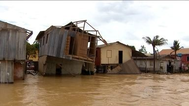 Município Boca do Acre, no Amazonas, sofre com as inundações - Uma cidade inteira debaixo d'água. Os carros ficam pelo caminho e dezenas de casas estão danificadas. Os rios Acre e Purus inundaram Boca do Acre, a 1.028 quilômetros distante de Manaus. Cinco, dos seis postos de saúde cinco da cidade estão fechados.