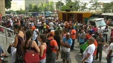 Audiência de conciliação entre prefeitura do Rio e garis em greve termina sem acordo - Na reunião, o sindicato chegou a reduzir o pedido de aumento para 15%. Mas a Comlurb informou que não daria reajuste acima da inflação.