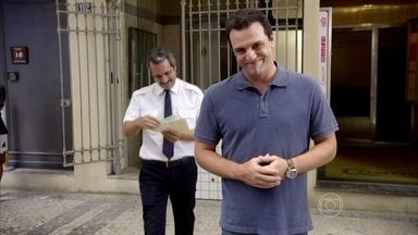 Rodrigo Lombardi estrela campanha diferente - Ator aparece em propaganda que não vende nenhum produto