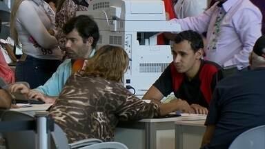 Endividados lotam o Centro de Convenções - Cerca de 250 pessoas que queriam quitar as dívidas de impostos com o governo foram atendidas, por hora, no Centro de Convenções.