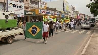 Moradores do Itapoã e do Paranoá fazem ato para pedir mais rigor na legislação penal - A concentração foi na avenida Comercial Veredinha, no Paranoá. Com pedidos de paz e do fim da impunidade, os moradores fizeram uma passeata.