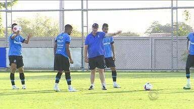 Grêmio vai a Novo Hamburgo para defender a liderança - Técnico Felipão prometeu churrasco para quem fizer gol de bola parada.