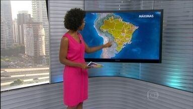 Quinta-feira (26) será abafada em grande parte do Brasil - O tempo fica firme entre a fronteira com o Uruguai e o centro-leste do Rio Grande do Sul; do centro do Paraná ao Sudeste da Bahia; nas capitais paulista, fluminense e paranaense; e do norte da Bahia ao nordeste do Ceará.