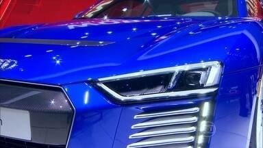 Novos faróis a laser contrastam com primeira lanterna a querosene - Audi R8 estreia faróis com alcance de 600 metros, enquanto lanterna do Ford T alcançava raio de 3 metros.
