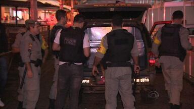 Adolescente é morta a tiros perto do mercado público em Porto Alegre - A morte teria ocorrido em briga entre jovens.