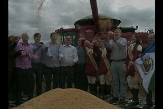 Com a presença do Governador, foi aberta oficilamente a colheita da soja em Tupanciretã,RS - O município é o maior em área plantada no estado.