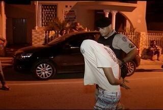 Homem suspeito de esfaquear ex-namorada é preso em Montes Claros - Ele atingiu a ex com 14 facadas. Uma irmã da vítima também foi agredida.
