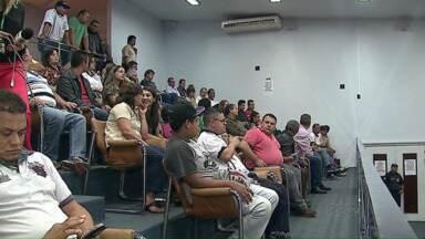Audiência pública discute a função dos cobradores - Um projeto de lei quer acabar com os profissionais nos ônibus.