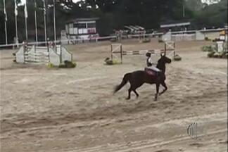 Cavaleiro Geraldinho de Melo disputa mais uma etapa do circuito nacional de saltos - Após bom desempenho nas etapas anteriores, mogiano cai de rendimento, mas segue com boa colocação no ranking nacional.